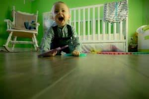 jak pomóc dziecku w nauce chodzenia