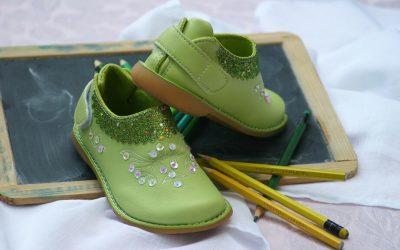 Dlaczego obuwie dziecięce tak szybko się eksploatuje i jak temu zaradzić?